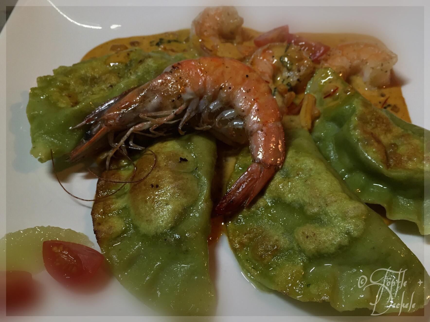 Spinat-Ravioli mit Pulpo, Garelen und scharfer Kaki Sauce
